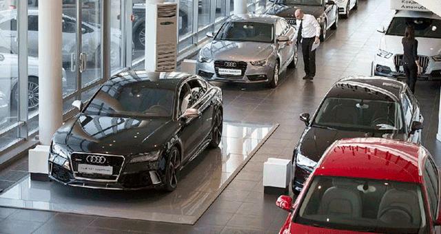 Продажи легковых автомобилей в России показывают снижение за 2015 года